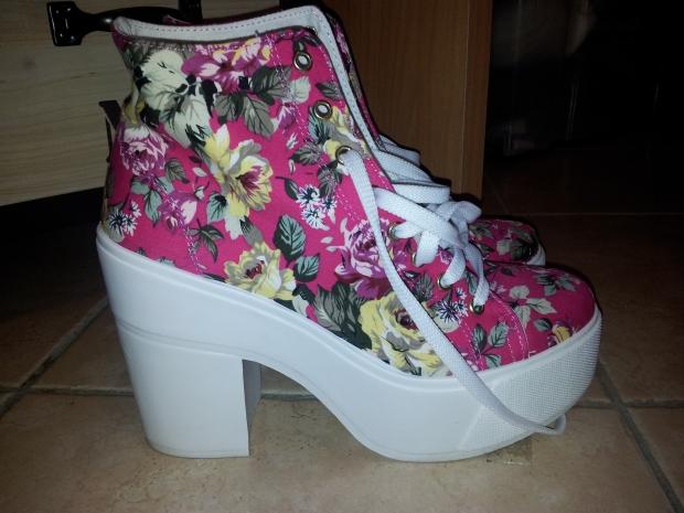 sneakers heeled