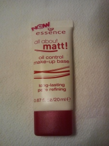 Essence All About Matt make up base